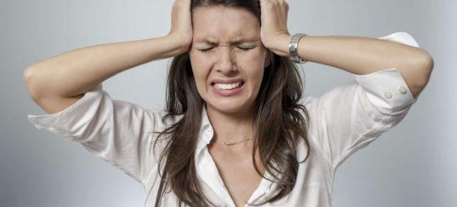 Почему у женщин перед месячными болит голова