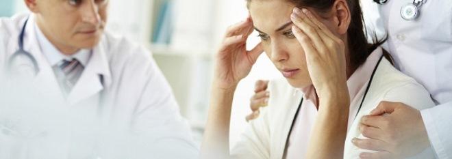 на приеме у врача с жалобами на головную боль