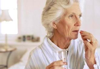 прием таблеток при болезни альцгеймера