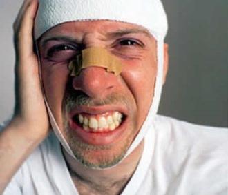 мужчина с сотрясением мозга