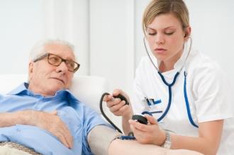 визит к врачу пожилого человека