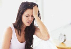 Почему болит голова у женщин