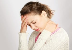Появление болей в районе лба